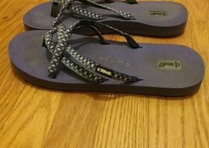 Teva Mush women's purple fabric straps flip flops
